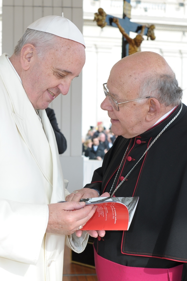 Bishop Loverde meets Pope Francis during his trip to Rome. (Photo by L'Osservatore Romano)
