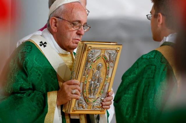Pope Francis holds the Book of the Gospels during closing Mass of the World Meeting of Families along the Benjamin Franklin Parkway in Philadelphia Sept. 27. (CNS photo/Paul Haring) See POPE-FAMILY-MASS Sept. 27, 2015.