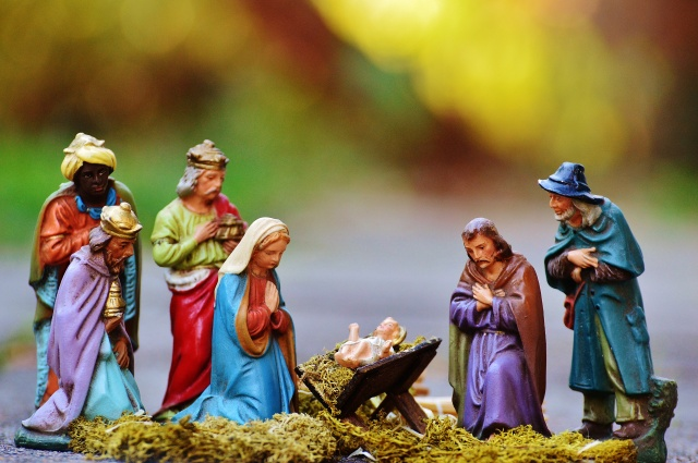 christmas-crib-figures-1060017